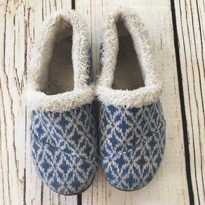 Unisex size 2 kids Toms. GUC light blue slippers